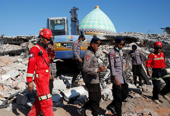 Aumenta a 259 el número de muertos por sismo en Indonesia