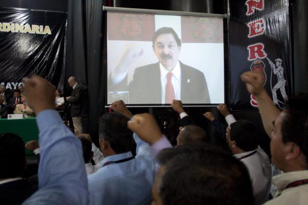 Napito regresa a México amparado con fuero