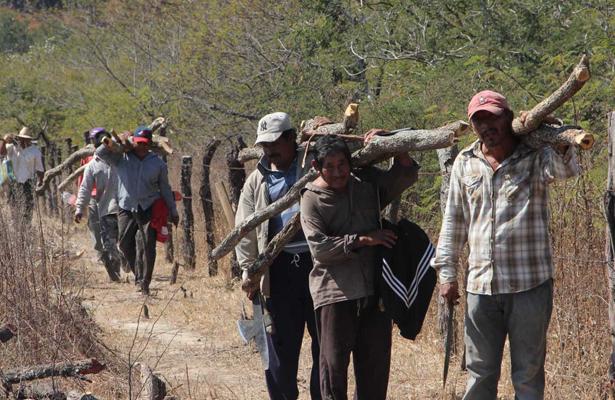 Campesinos incendian casas de pescadores en Oaxaca
