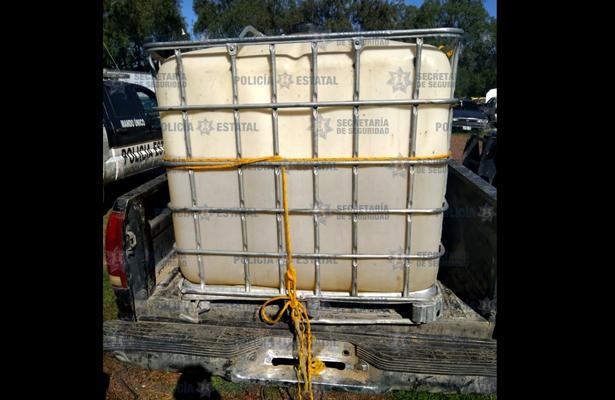 Abandonan 700 litros de carburante aparentemente robado, en el Edomex