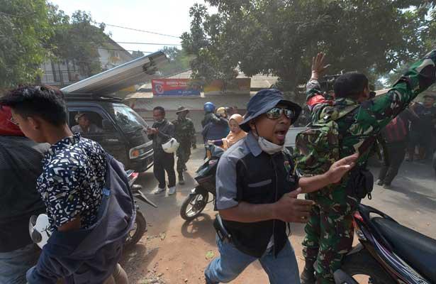 Réplica de 6.2 sacude de nuevo a Indonesia