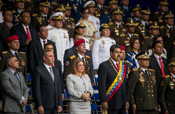 Maduro es evacuado durante un acto por supuesto atentado