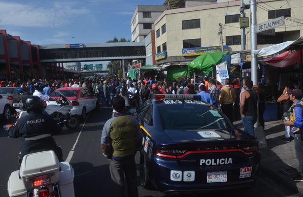 Comerciantes bloquean Tlalpan para exigir oportunidades