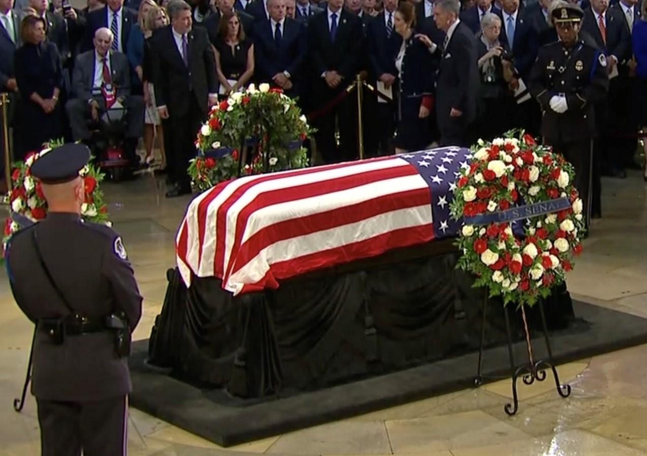 Clase política de EUA, honra a John McCain