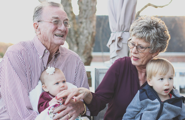 ¡A los abuelos con cariño!