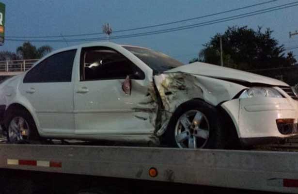Jugador de las Chivas tiene accidente automovilístico