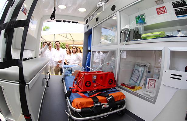 Fortalece IMSS su capacidad de traslados con 20 nuevas ambulancias