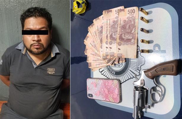 Le bajaron 50 mil pesos y con botón de pánico alertó a policía