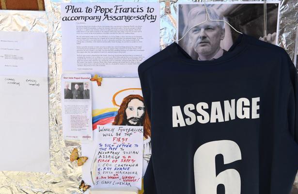 Julian Assange podría ser expulsado de Ecuador