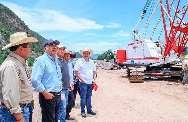 Astudillo Flores verifica avance del Libramiento de Tlapa