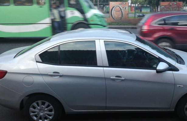 Maleante chocan a damita para robarle su vehículo, en Iztapalapa