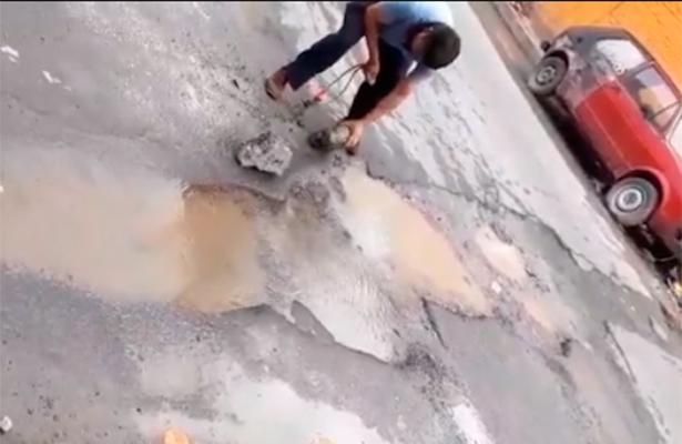 Residentes de Iztacalco denuncian fuga de agua