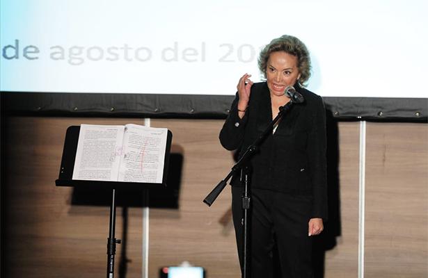 Exlíder magisterial mexicana ataca reforma educativa de Peña Nieto