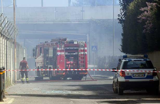 Explota camión en Italia; deja un muerto y 67 heridos [VIDEOS]