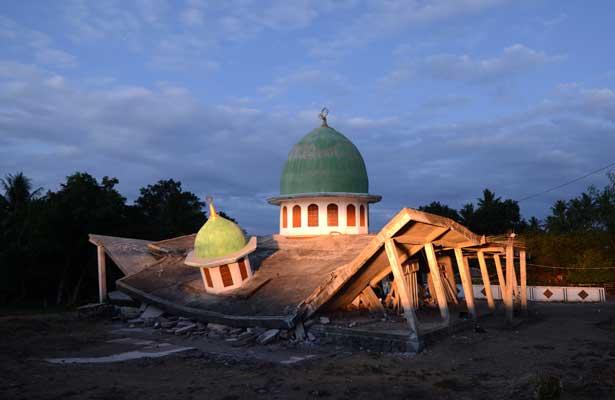 Aumentan a 131 muertos en Indonesia