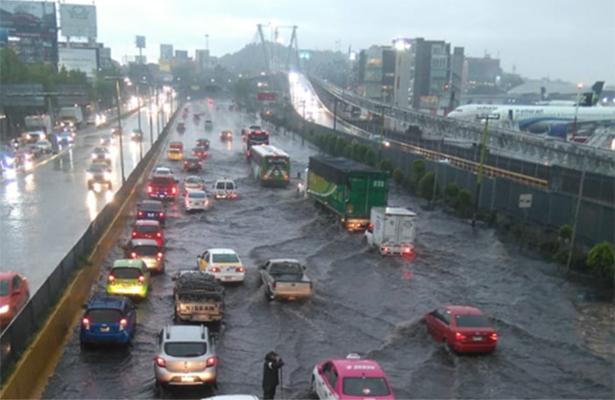 Tromba en el Valle de México inunda y afecta transporte