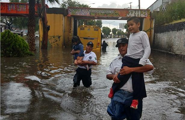 Tromba inunda la capital de San Luis Potosí