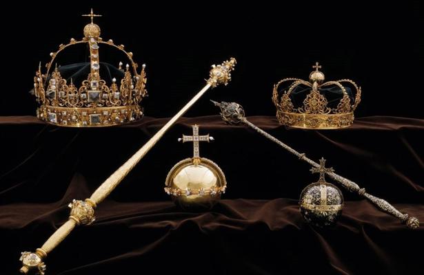 Roban joyas de la corona sueca y huyen en lancha