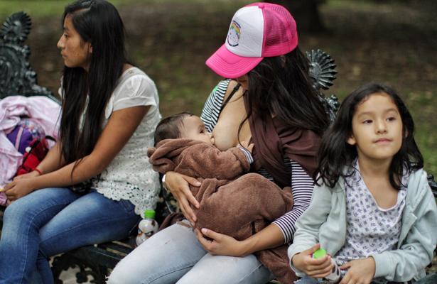 Solo 30% de las mexicanas amamanta a sus hijos