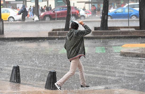 Afecta lluvia vialidad en CDMX; alerta amarilla en las 16 delegaciones