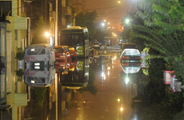 Despliegan brigadas médicas en zonas afectadas por lluvias