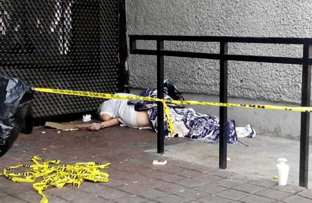 Perece afuera del Metro Morelos