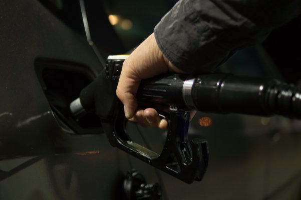 Invertir en refinerías de petróleo es un riesgo para México, advierte el BBVA