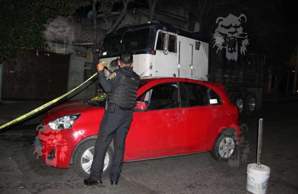 Plomean auto en Coyoacán; hay dos muertos