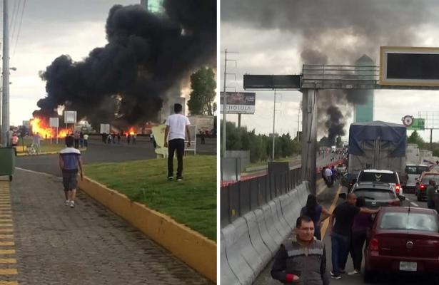 Bloquean encapuchados la autopista México-Puebla