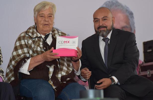 Adultos mayores se benefician con la tarjeta de pensión alimentaria