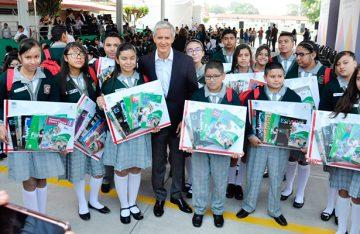Inicia gobernador Alfredo Del Mazo entrega de útiles escolares