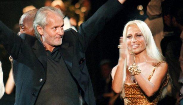 e48a60e204 La marca de Versace inició gracias a Gianni Versace, pero ante su  inesperada muerte, Donatella Versace tomó el control de la casa de modas y  durante los ...