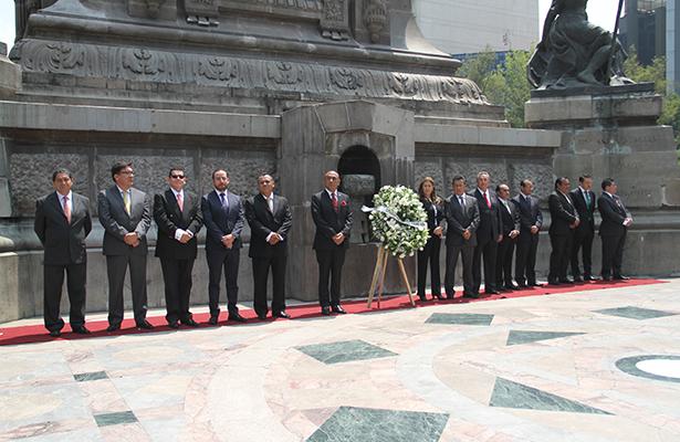 La Delegación Álvaro Obregón realizó guardia de honor en la columna de la independencia