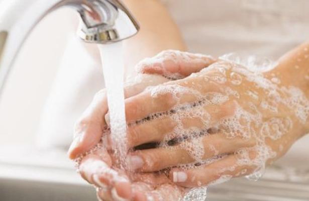 Lavarte las manos puede salvar tu vida: Infectólogo pediatra