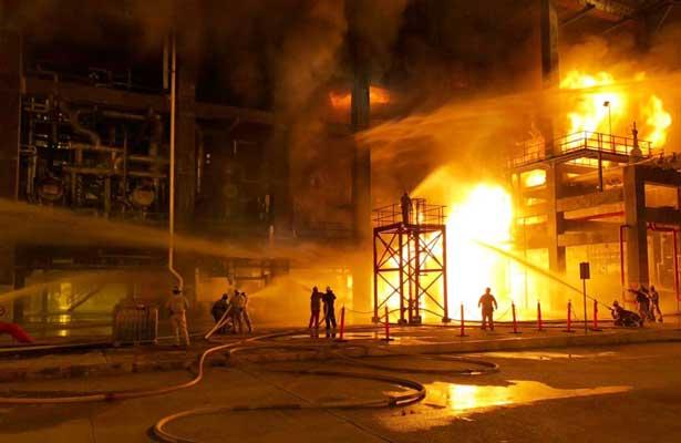 Explosión e incendio en planta de refinería de Minatitlán