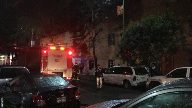 Muere hombre atrapado en su departamento por las llamas