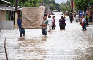 En Cosoleacaque 6 colonias afectadas por inundaciones