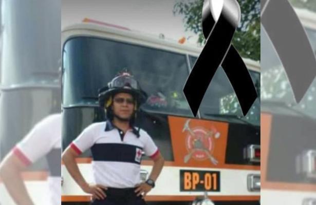 Fallece bombero tras esperar por más de media hora a la ambulancia