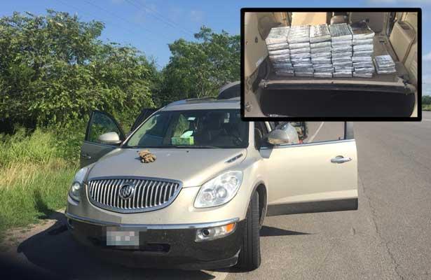 Hallan camioneta abandonada con 2 millones de dólares en Tamaulipas