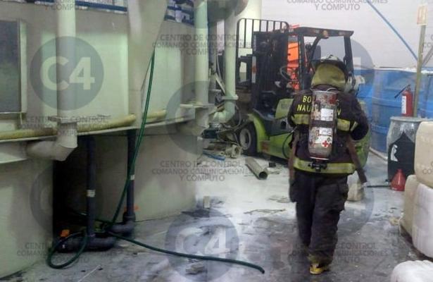 Fuerte explosión en fábrica de químicos, en Naucalpan