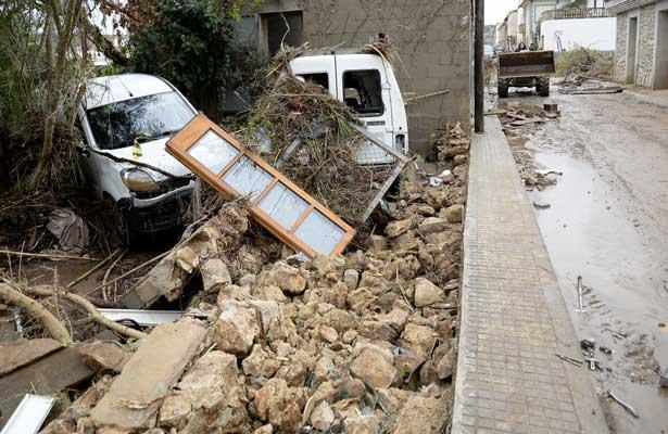 Torrenciales lluvias en España dejan al menos 10 muertos