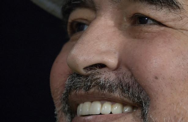 """Maradona 'levanta la mano' para dirigir al """"Tri"""""""