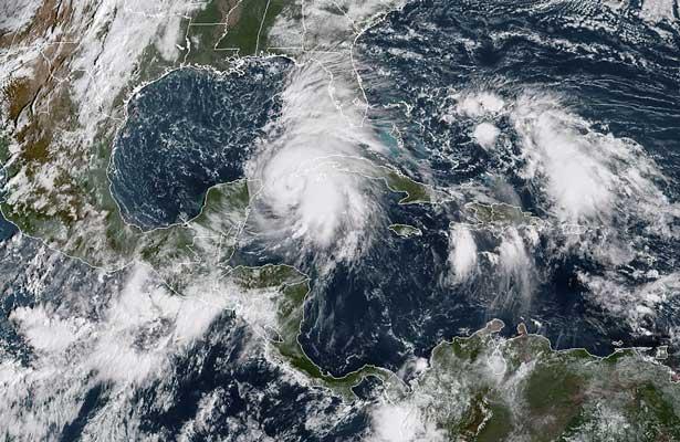 Se convierte Michael en huracán categoría 3 y amenaza a Cuba y Florida
