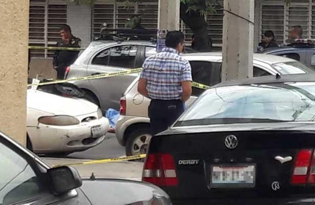 Asesinan a sujeto a plena luz del día en Azcapo