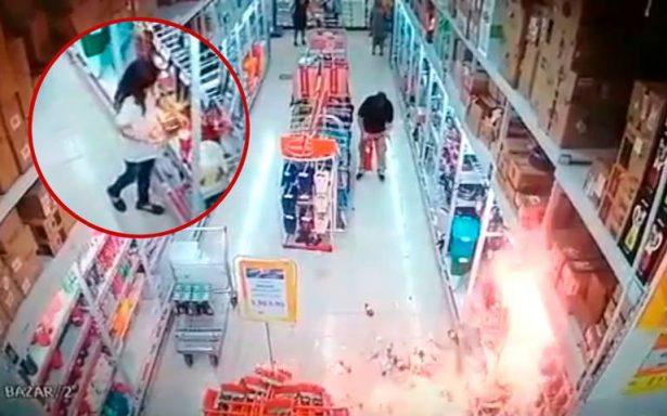 [En Video] Pequeña diablilla, Niña provoca incendio en tienda comercial