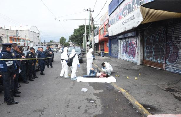 Acribillan a hombre frente a bar clandestino en Iztapalapa