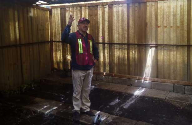 El Alcalde de Iztacalco encontró que llueve al interior del Campamento de Parques y Jardines