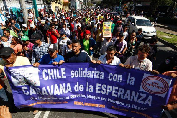 """""""Buses, queremos buses"""", piden migrantes centroamericanos a ONU-DH"""