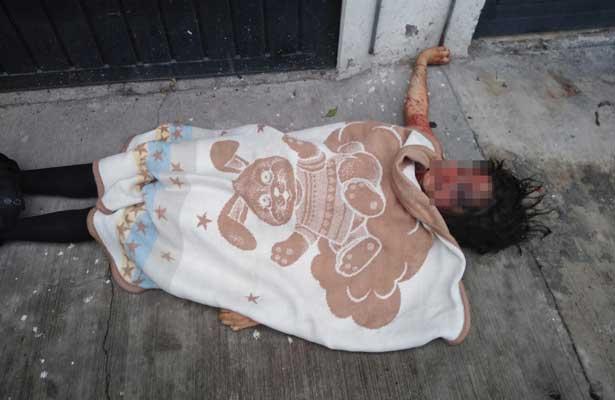 Encuentran a mujer fuertemente golpeada en Neza