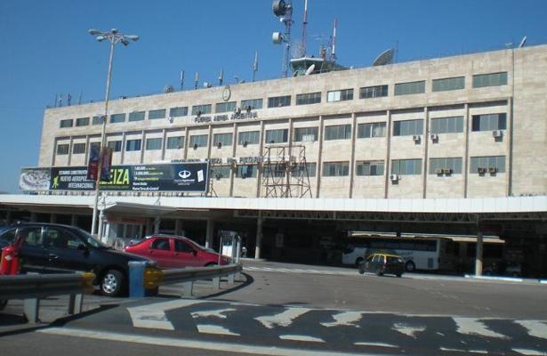 Paro en aeropuertos de Argentina afecta a 10 mil pasajeros